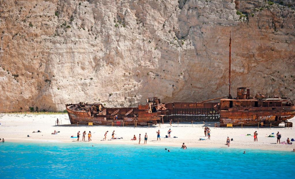 Pantai Navagio, Yunani